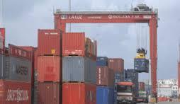En el aire la ayuda al transporte de mercancías